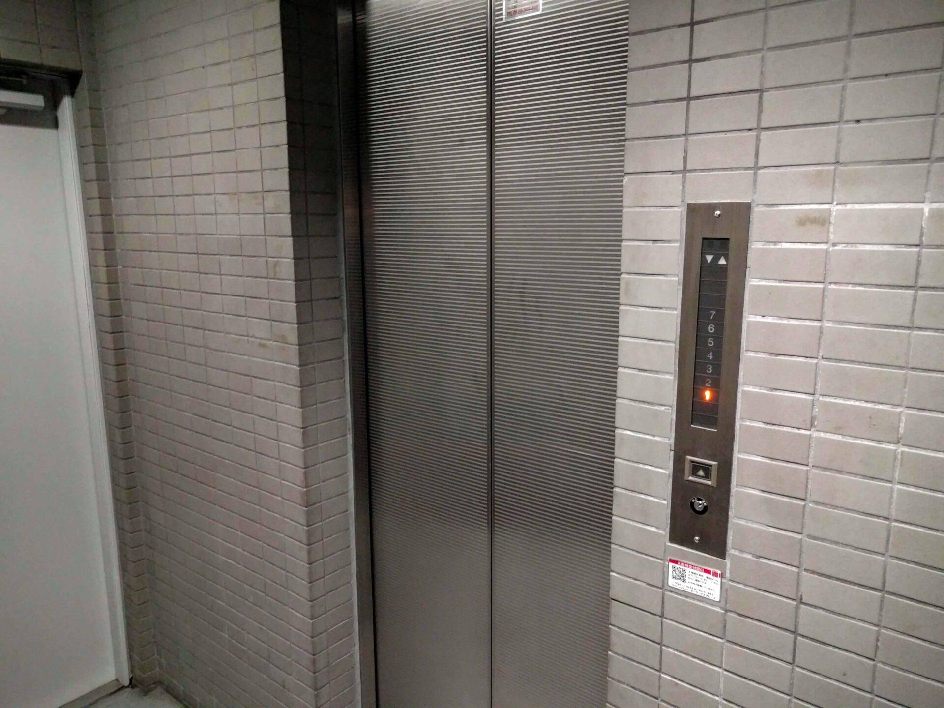 elevator03